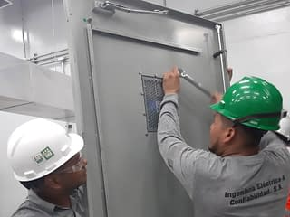 Mantenimiento en Sistemas Eléctricos como: Tableros Eléctricos, Banco de Capacitores, Interruptores de Transferencia